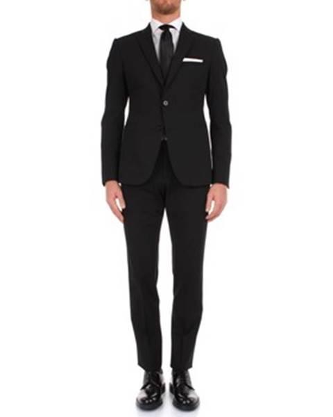 Čierny oblek Armani
